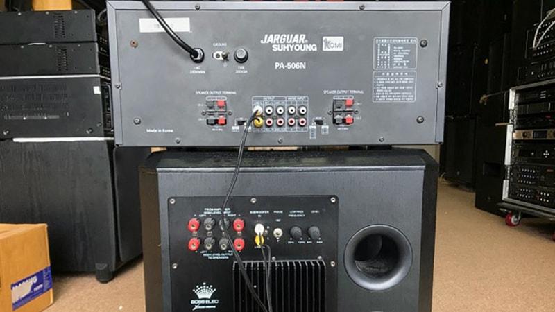 Cách đấu loa sub điện vào amply 2 kênh đúng kỹ thuật