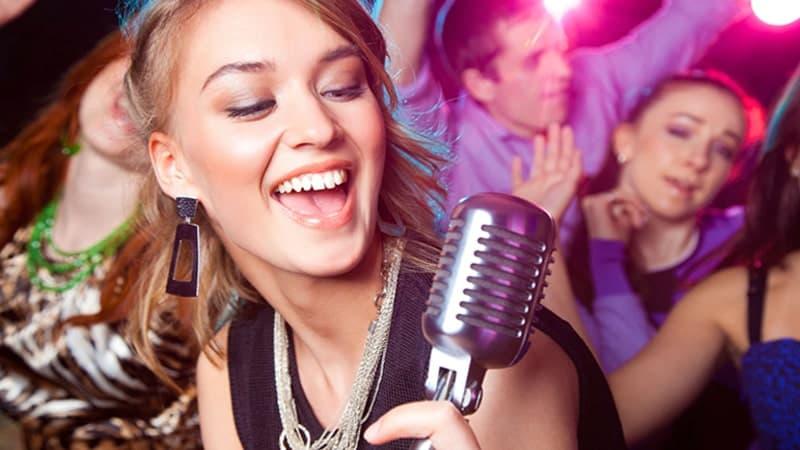 Cách hát karaoke hay ai cũng nên biết