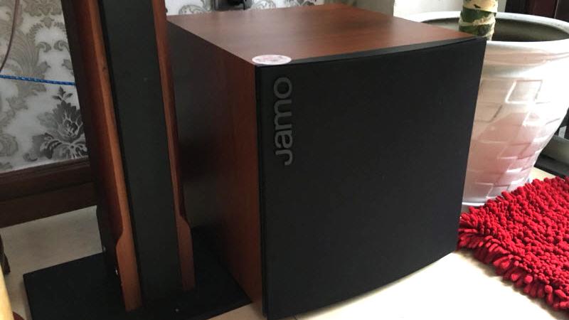 Loa Jamo J110 sử dụng cho bộ dàn karaoke gia đình