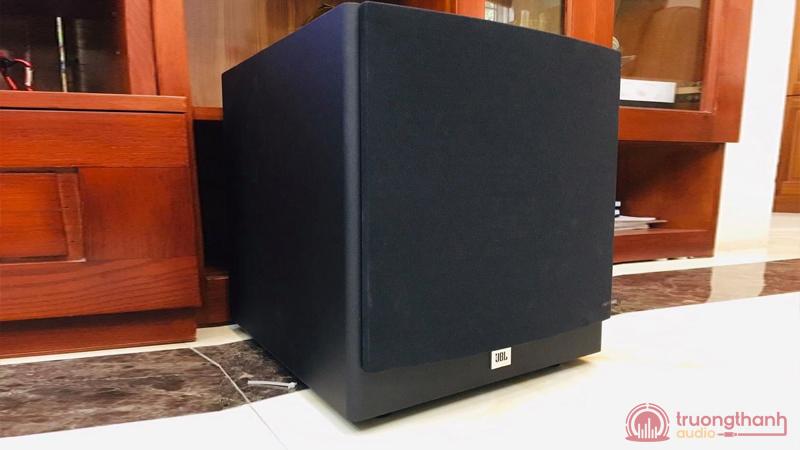 Loa JBL STAGE A120P dùng trong bộ dàn karaoke gia đình