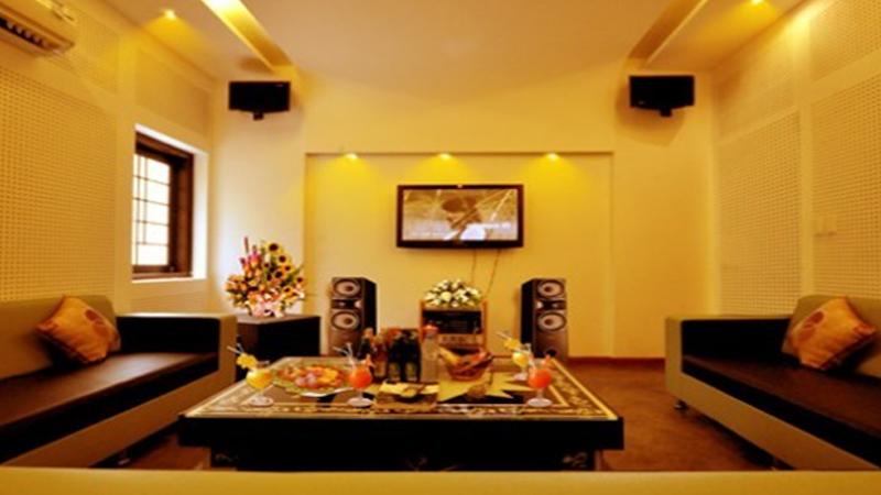 Mẫu phòng karaoke gia đình đơn giản